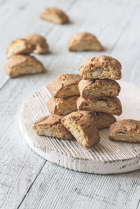 Cantuccini on the wooden board